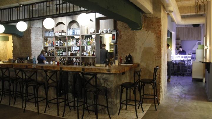 На Коммунистической открылся бар с 40 видами можжевеловой водки и стойкой ниже пояса