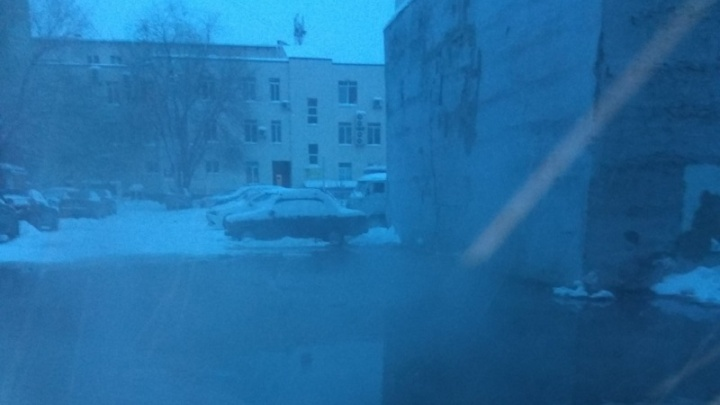 У дома на Пермякова разлилась лужа кипятка, без тепла остались пять многоэтажек
