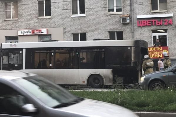 Автобус с пассажирами загорелся на ходу