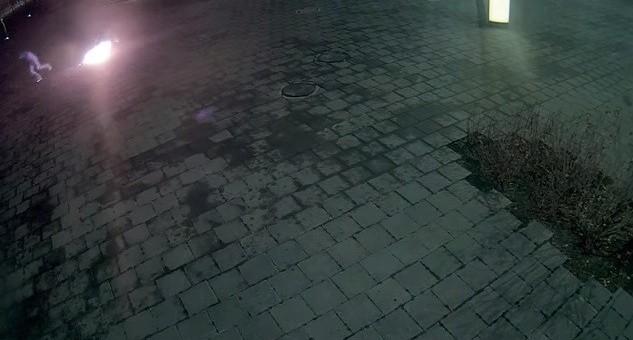 В Екатеринбурге поймали приезжего, который пытался поджечь памятник Ельцину