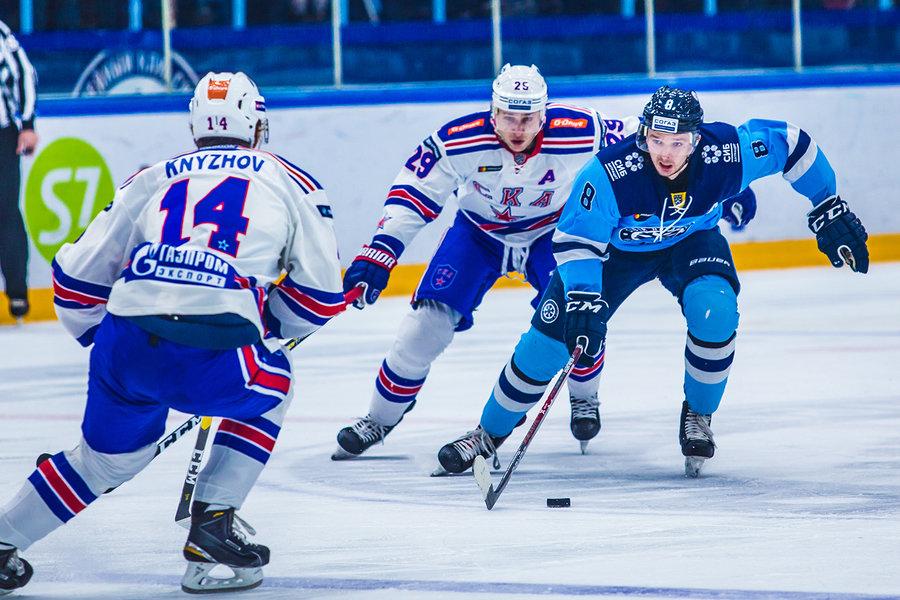 Дмитрий Саюстов выступает в «Сибири» под номером 8