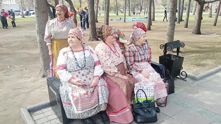 «Весь сквер был заполнен людьми»: тысячи новосибирцев собрались на народных гуляньях