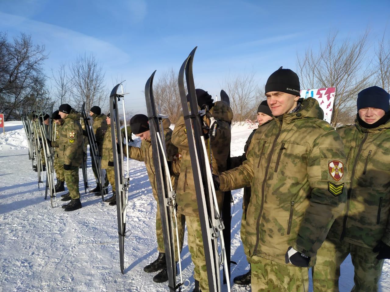 В новосибирской гонке приняли участие больше семи десятков курсантов