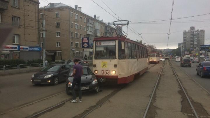 Из-за аварии на Теплотехе встали трамваи