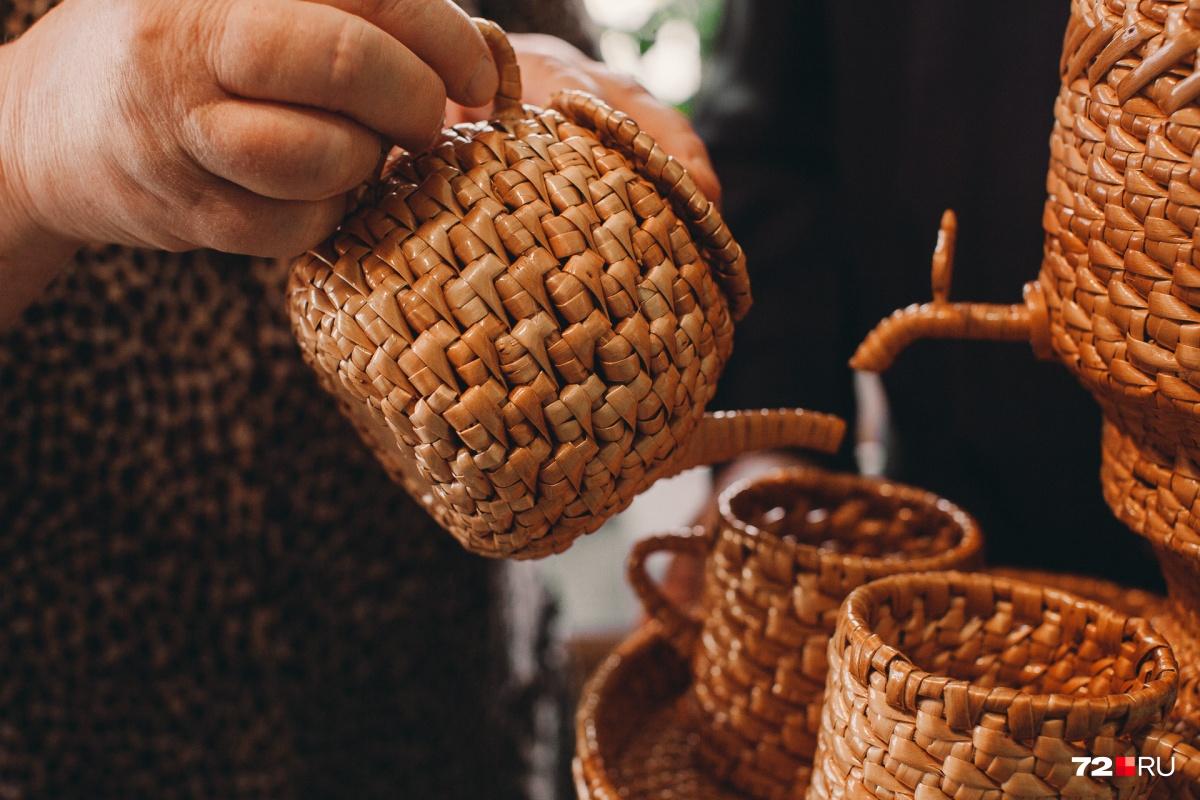 Плетёные чашки и самовар выбирают в подарок жителям разных городов страны