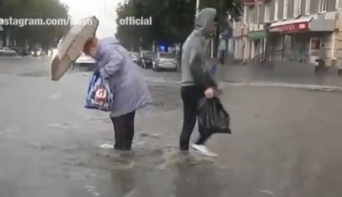 Жители Черниковки, доставайте резиновые сапоги! В Уфе по улице Победы разлилось море