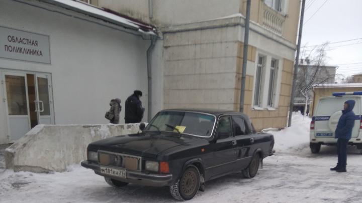 «Была паника, и все бежали кто куда»: пациентов Архангельской областной больницы вывели на улицу