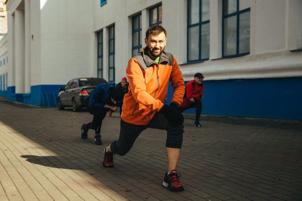 А это ведущий спортсмен в команде E1 юрист Евгений Шуров. Будь как Женя!