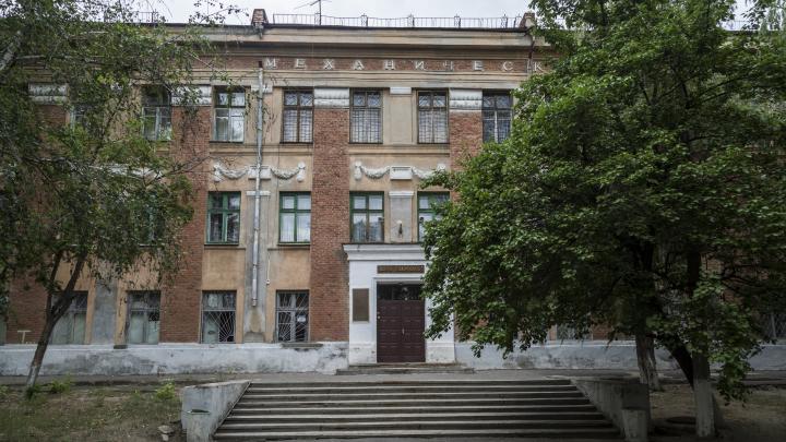 «Дело поколений педагогов уничтожено»: в Волгограде полиция переедет вэкономико-технический колледж