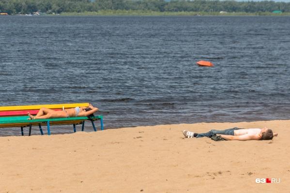 Самарским пляжам не хватает лежаков и биотуалетов