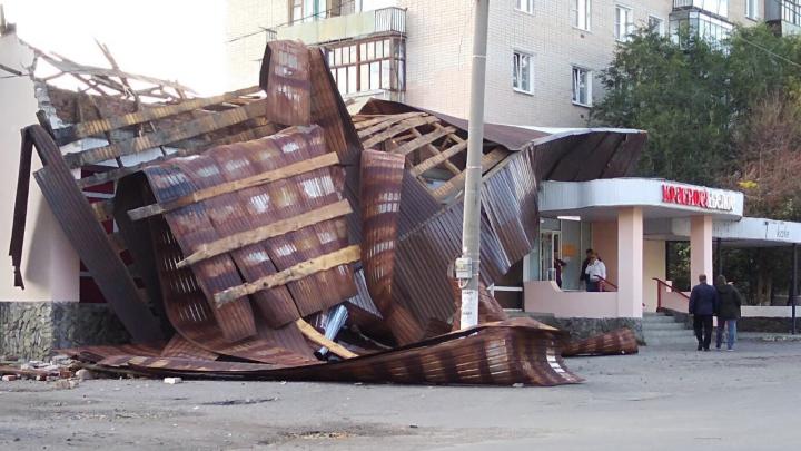 Сорванные крыши, упавшие деревья и разрушения в «Красное&Белое»: как Южный Урал пережил ураган
