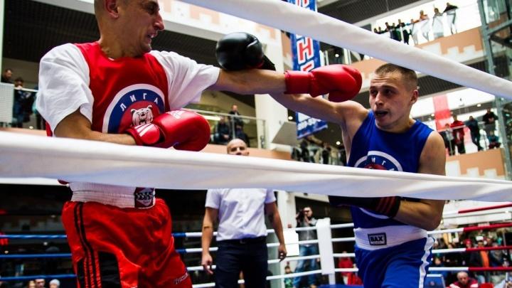 В Екатеринбурге на боксёрский ринг вышли экспедиторы и охранники, директор фирмы и школьный учитель