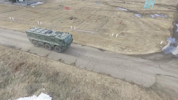 Видео: новосибирские военные приехали на учения на новых броневиках