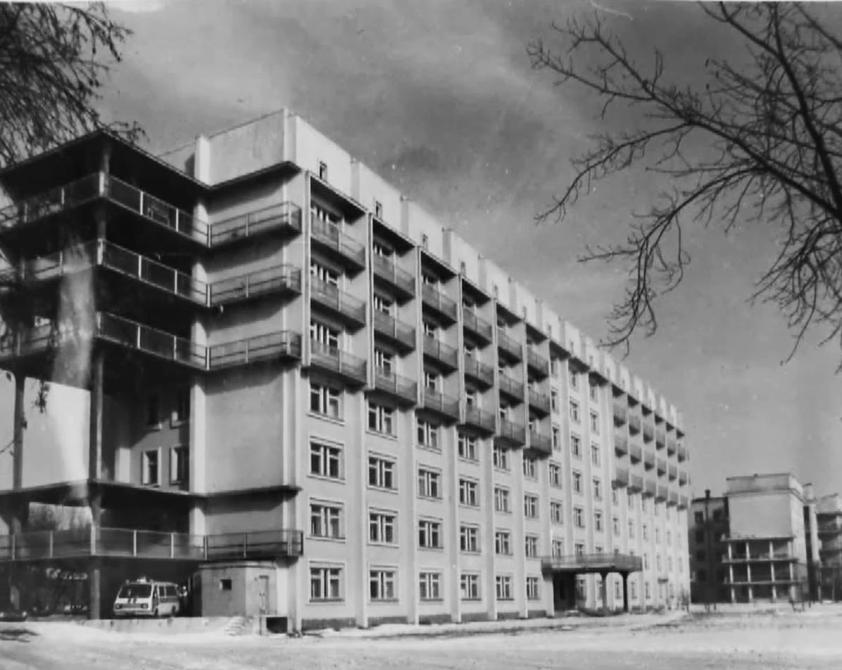 Изначально больница была рассчитана на 650 коек, но со временем расширилась