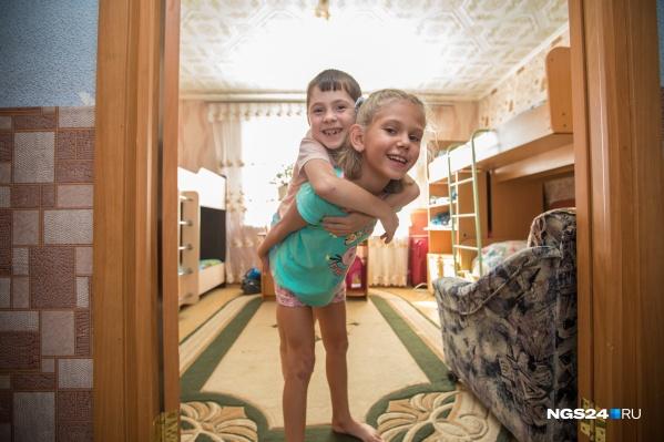 По 12,4 тысячи рублей родителям будут платить за третьего и последующих детей