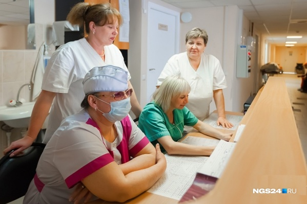 NGS24.RU опросил врачей про их реальную зарплату