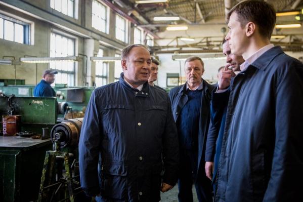Евгений Жиратков (на фото в центре) ушёл с должности директора «Горэлектротранспорта»