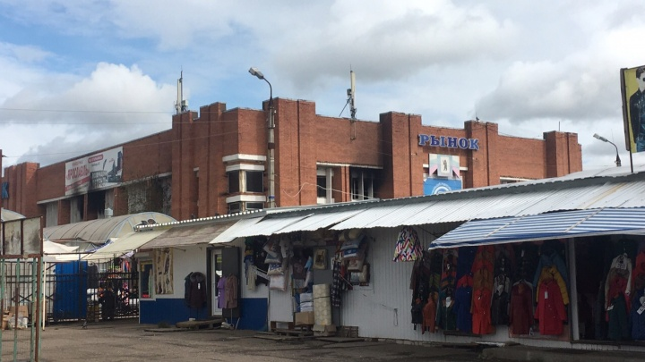 «Всё мясо испортилось, куда его девать?»: что происходит на сгоревшем Дзержинском рынке в Ярославле