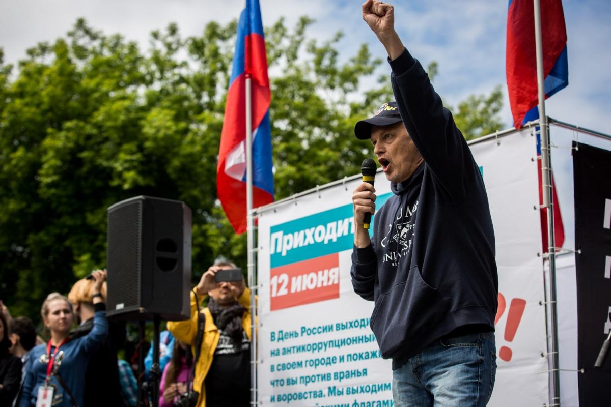 Аркадий Янковский на митинге против коррупции в сквере «Городское начало»