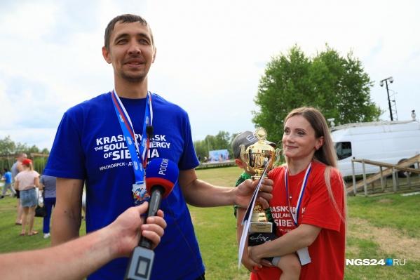 Победители — Иван и Светлана — пришли на соревнования с двумя детьми