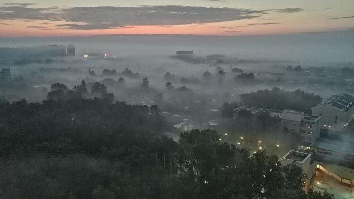 Для тех, кто всё проспал: подборка красивых фотографий Тюмени, окутанной утренним туманом