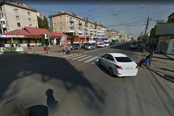 ДТП случилось на пешеходном переходе возле станции метро «Студенческая»