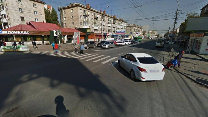«Тойота» сбила школьника на проспекте Маркса и скрылась: автоинспекторы нашли её за полтора часа