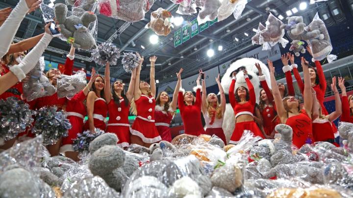 Фото в сотах, проходка в карнавальном костюме: что подарят на «Мишкопаде» фанатам «Салавата Юлаева»