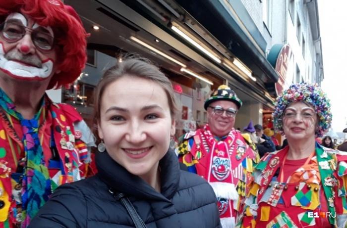 Во время карнавала ходить по улицам в «боевом» раскрасе считается нормальным