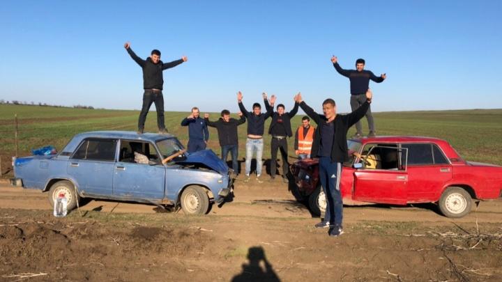 Попал между несущимися авто: ростовский каскадер неудачно выполнил трюк