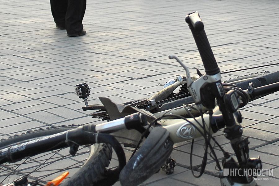 Девятилетний велосипедист умер под колесами машины вНовосибирской области