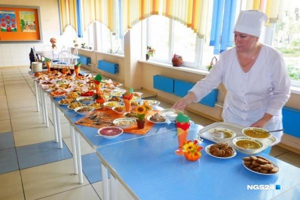 Всего в Красноярске работает 115 школ, где учатся 119 тысяч детей, из них 55 тысяч — ученики начальных классов