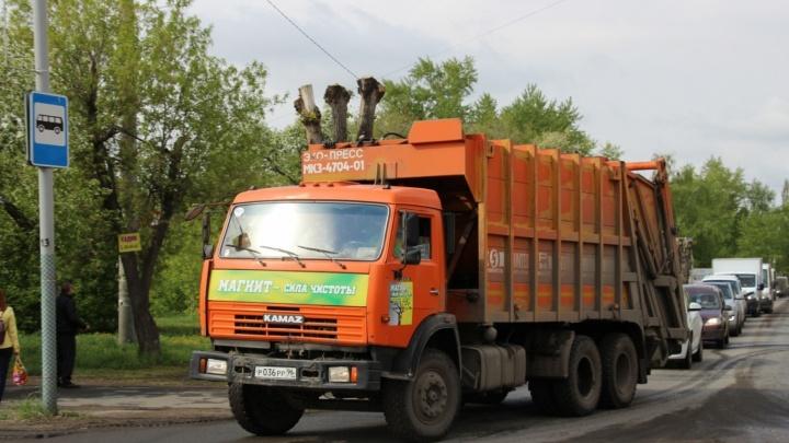 «В первые дни могут возникать сбои»: с брошенных «Чистым городом» маршрутов вывозят мусор