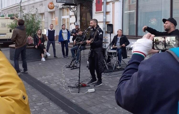 Свой небольшой уличный концерт Кристовский дал вообще без всяких объявлений. Многие даже думают, что это было спонтанно