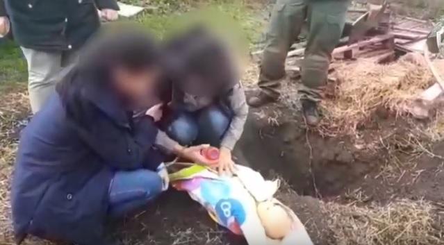 Мать, убившая своего годовалого сына, показала, как сделала это