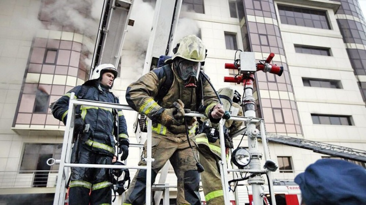 Екатеринбург через Instagram: рассматриваем профили пожарных и учителей, влюблённых в свою работу