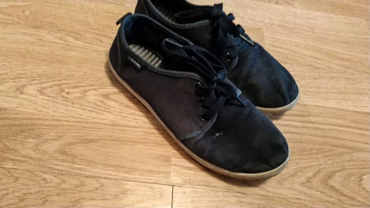 Такую полуспортивную обувь в школе забраковали