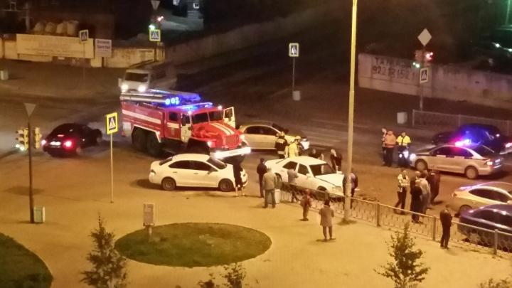 На Старой Сортировке лоб в лоб столкнулись Mercedes и Chevrolet, в аварии пострадал ребенок