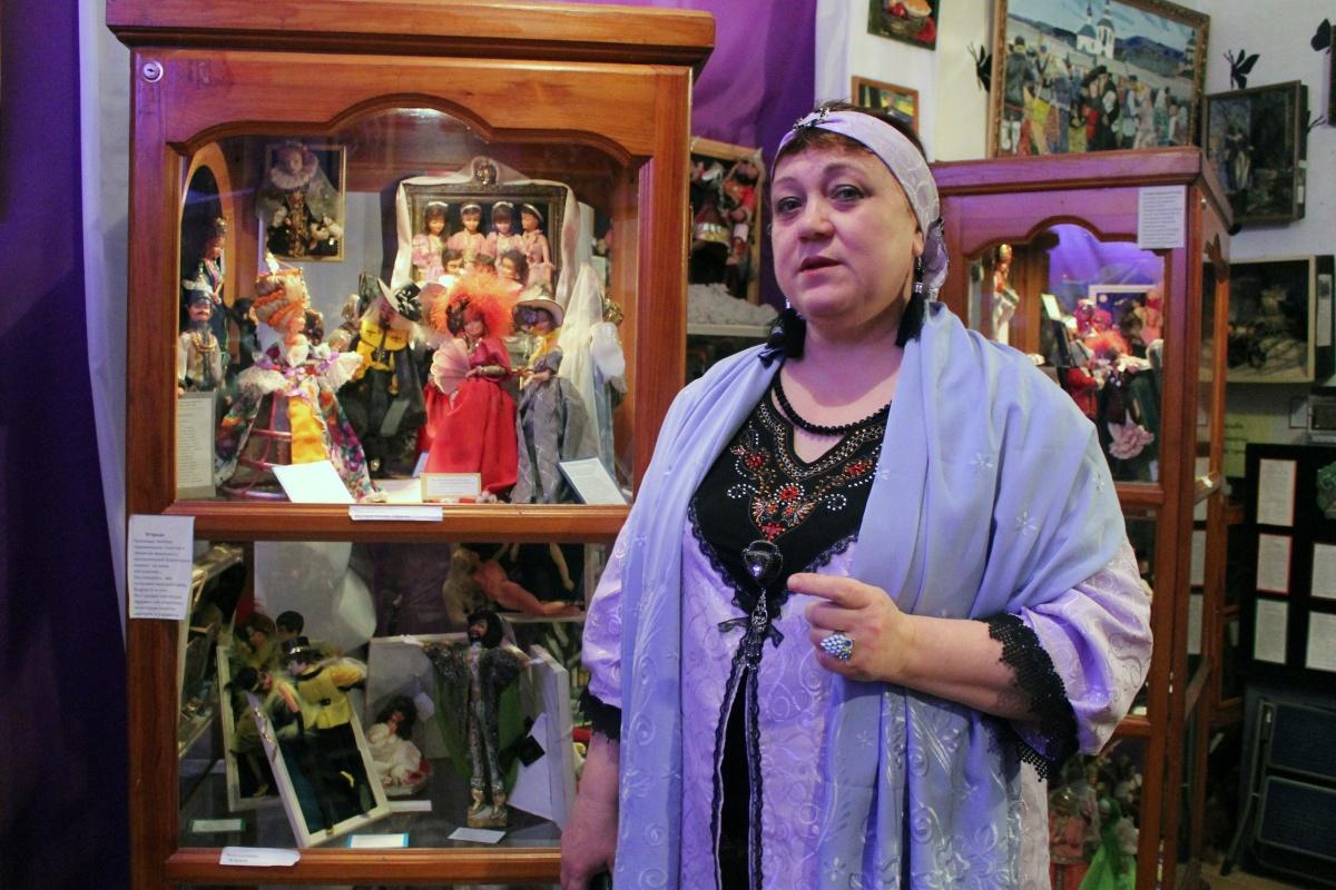 В числе гостей Рудного была Ирина Викторовна Алексеева — создатель музея кукол «Карнавал прекрасных дам» и студии детского творчества