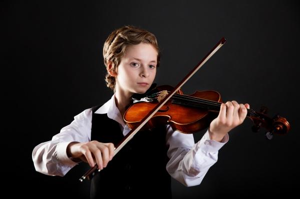 """<!--[if !supportLists]-->Григорий Мирошник начал заниматься музыкой в детской музыкальной школе <nobr class=""""_"""">№ 6</nobr> в 2009 году"""