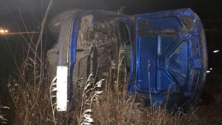 «Улетел в кювет и врезался в столб»:Peugeot из соседнего региона попал в ДТП в Самарской области
