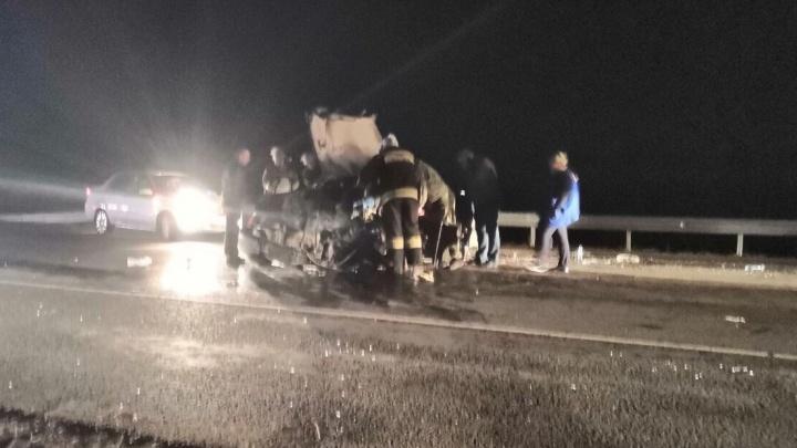 «Машина в хлам»: на трассе в Самарской области ВАЗ протаранил Lada Granta
