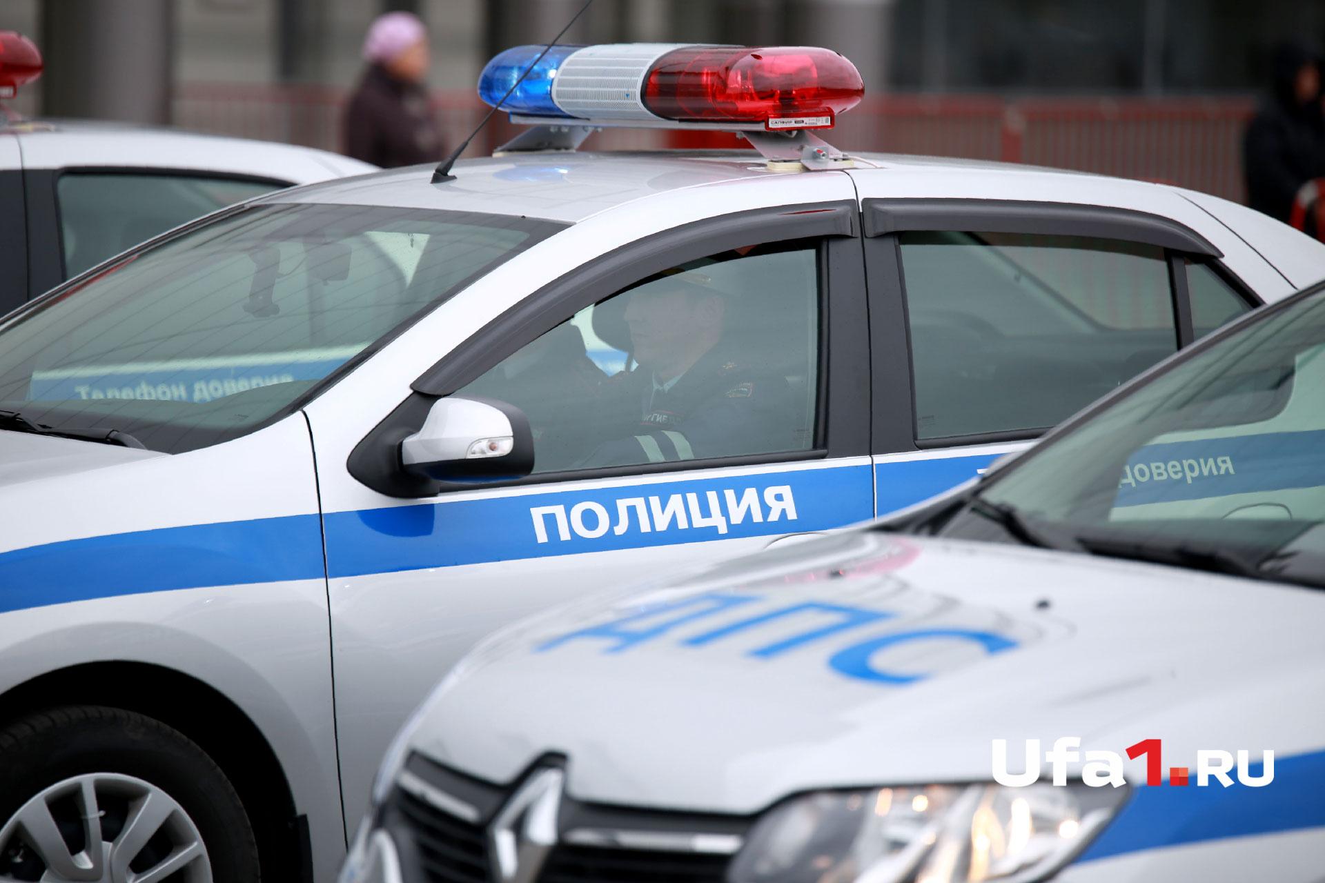 На место происшествия выехали дорожные полицейские