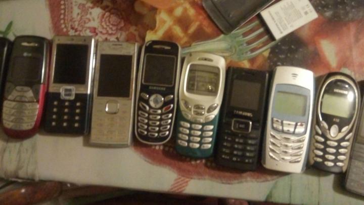 «Держат зарядку и до сих пор работают»: ярославцы показали свои первые сотовые телефоны