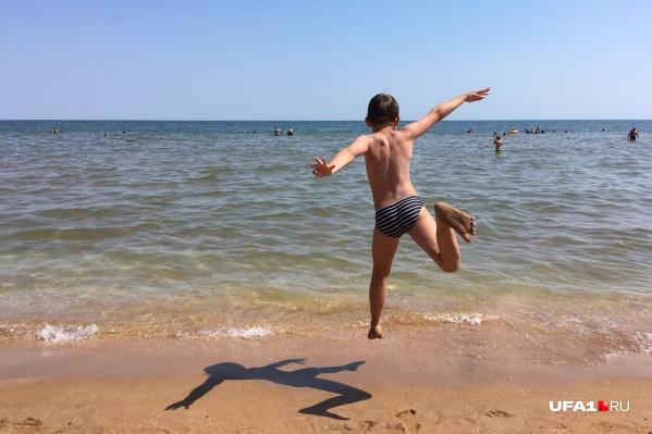 На море нам спокойнее и веселее, тут не до международных конфликтов и тройки по физике за год