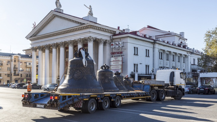 «Если ветер не помешает»: 12-тонный благовест поднимет на строящийся собор умный кран-«тяжеловес»