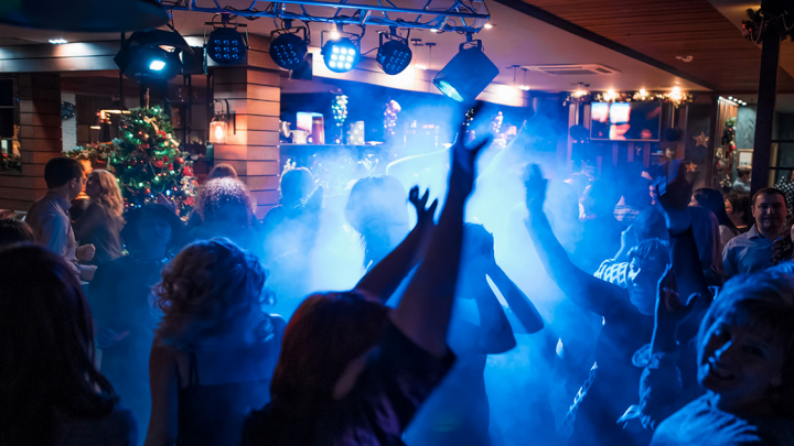 Никаких домашних вечеринок: 4 топовых места, где провести новогоднюю ночь (билеты от 500 рублей)