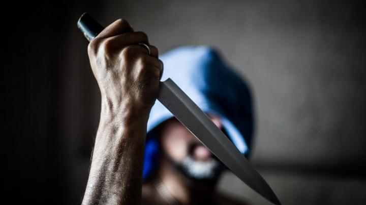 24-летний житель Омской области ударил мать ножом в шею