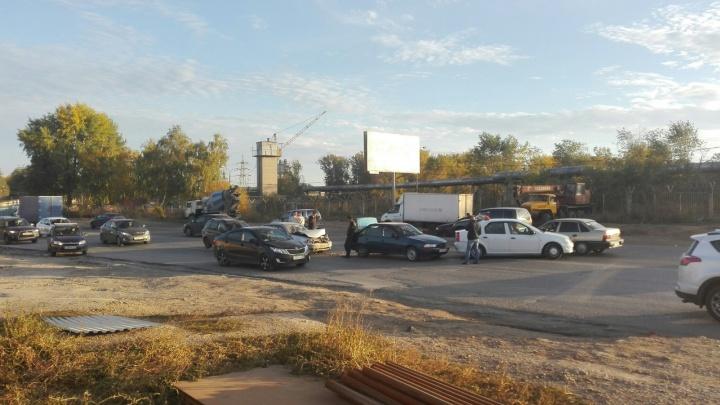 «По цепочке три удара»: на Ракитовском шоссе столкнулись несколько автомобилей
