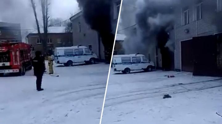 В гараже отдела полиции на Взлетке произошел пожар